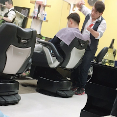 当散髪屋スタッフ