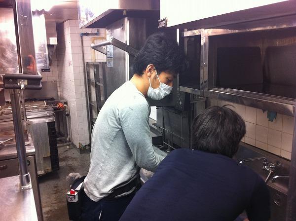 東京都内の店舗厨房の換気扇清掃|