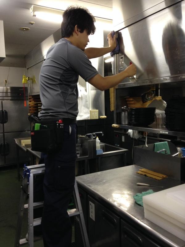 厨房を清掃