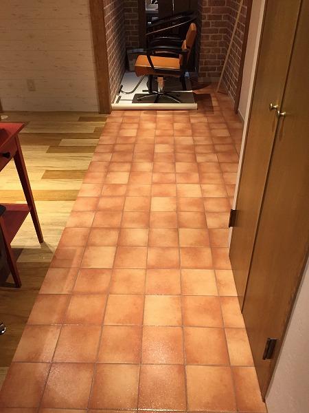 美容室のタイルの床