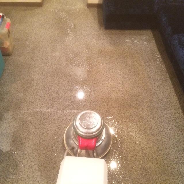 飲食店の床清掃事例