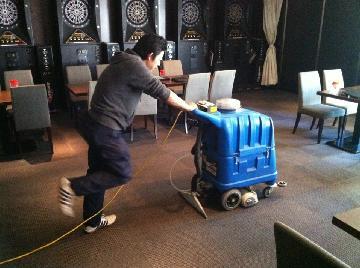 カーペット洗浄マシンでのビリヤード場クリーニング
