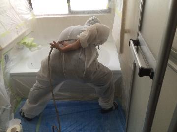 浴槽塗装中
