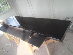 重量感バッチリ 黒の一枚板カウンター