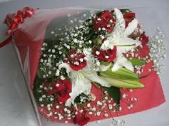 白いユリと赤いバラ