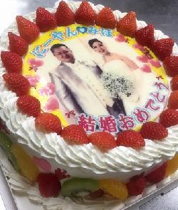 ステキなご結婚のお祝いケーキ 生8号★苺多め