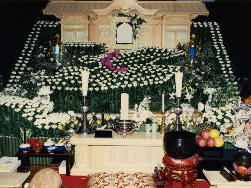 故郷の島 佐渡島の花祭壇
