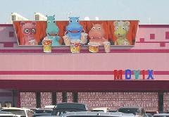 栃木県宇都宮市 映画館のキャラクター看板です。