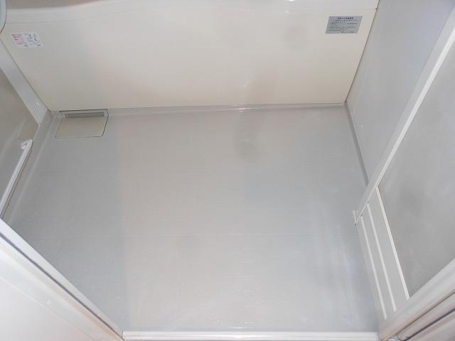 市川市東大和田  アパート 浴室床 クリーニング