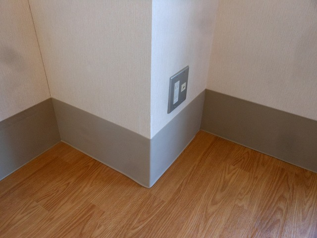 柏市十余二 介護施設 居室内 巾木剥がれ補修