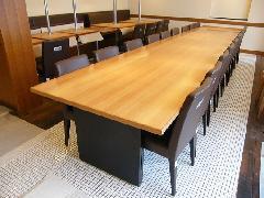 神奈川県のオーダー家具実例!長さ8mのダイニングテーブル