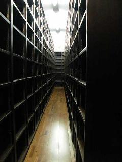 3万冊の本が入る!世田谷区のオーダー書棚製作・工事実例