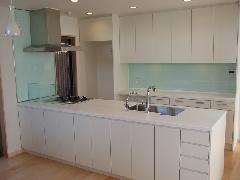 練馬区の新築戸建て!収納豊富なセミアイランド型キッチン実例