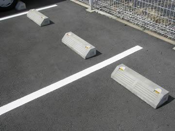 アスファルト舗装の駐車場