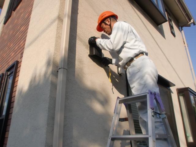 建物外装の傷みや、窓などの開口部、配管などの貫通部、その他高いところなど点検致します。