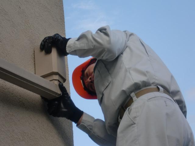 開口部や貫通部周りは経年や防水材の劣化により雨漏りすることも・・