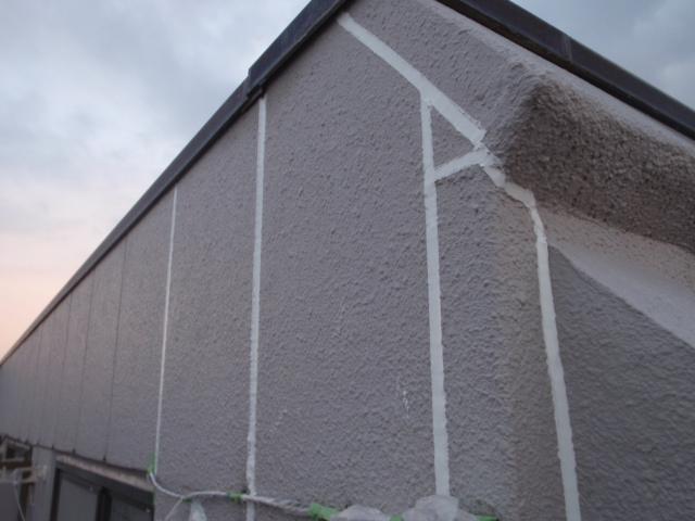 不具合箇所を補修し、周辺の外装面にも対する防水処理を施す。