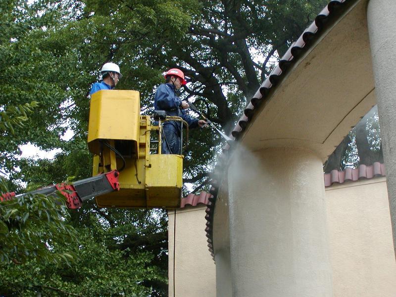 外構屋根の高圧洗浄。