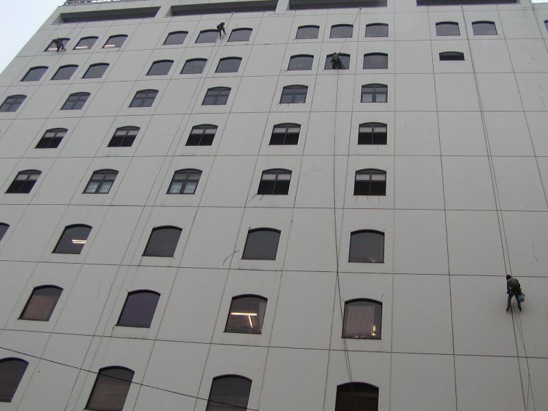 多くの建物がブランコ工法によりメンテナンスされています。