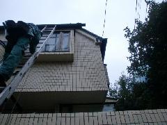 東京都杉並区の戸建住宅で実施!外壁タイル清掃作業事例