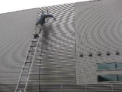 町田市の戸建て住宅で実施!高所ガラス・面格子清掃作業事例�A
