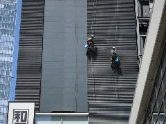 東京都中央区にあるビルで実施!外壁清掃作業事例