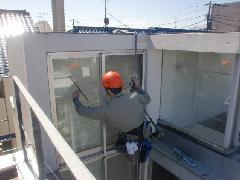 世田谷区にあるマンションで実施!高所ガラス清掃作業事例