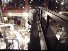 目黒区にある店舗で実施!高所ケーブルラックカバー清掃作業事例