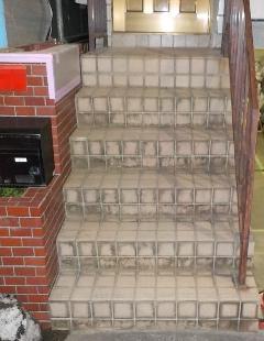 戸建て住宅 階段酸洗浄
