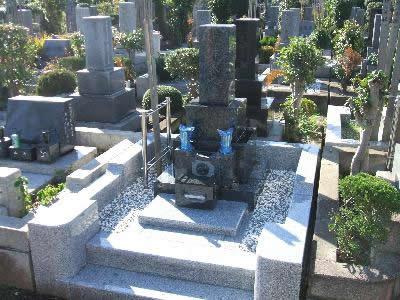 改修後 御影石に交換 すっきりとした墓所に