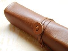 オイルヌメ革製 ロールペンケース ブラウン