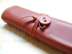 オイルヌメ革製 ロールペンケース レッド
