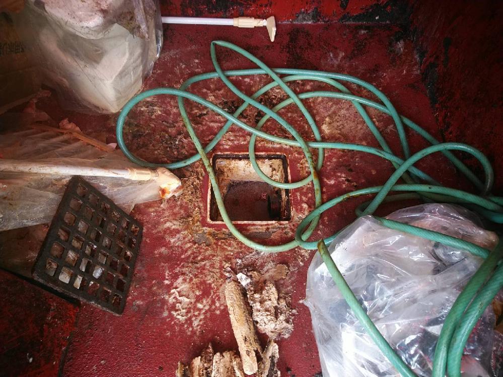 生ごみ倉庫内の溜桝洗浄