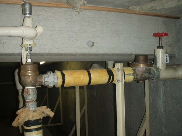 受水槽給水管 交換工事 配管工事前