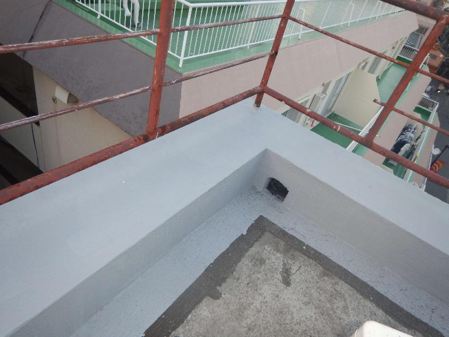 屋上笠木の塗膜防水施工後