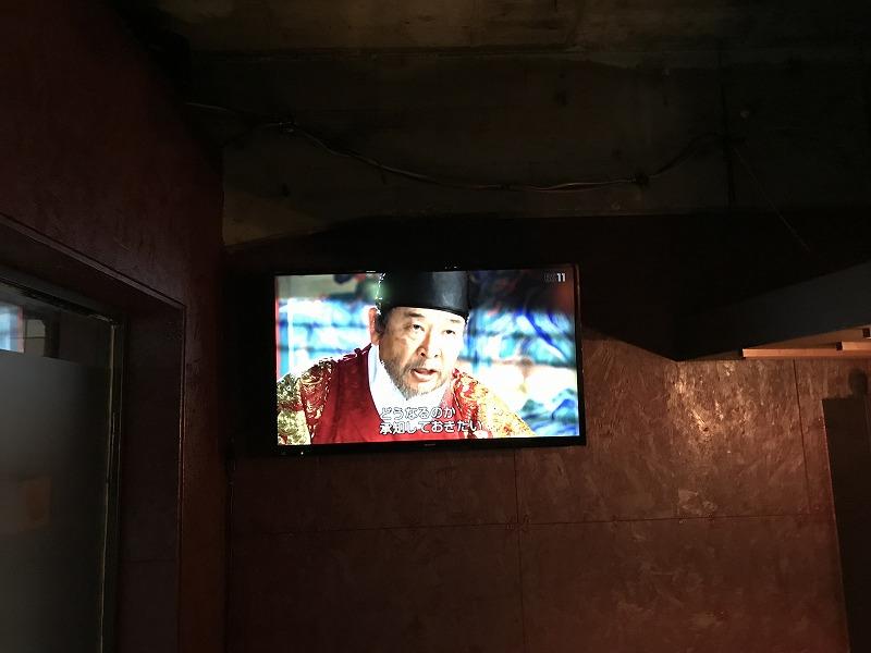 43型テレビを壁面取り付け