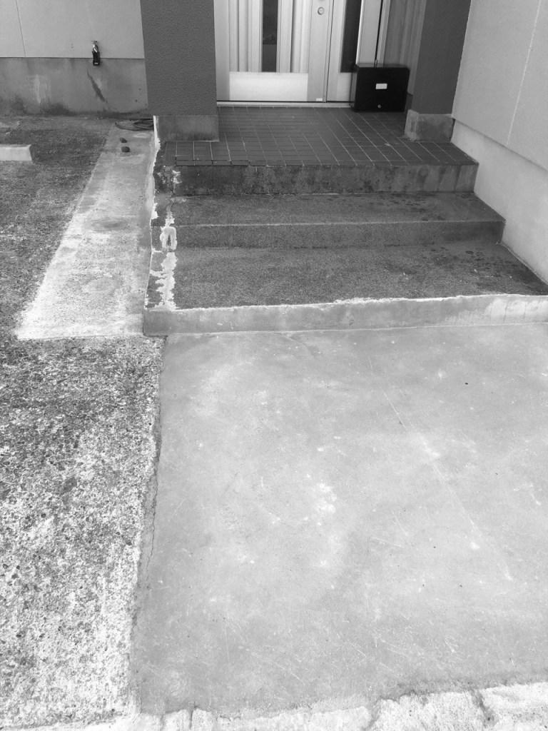 玄関室外タイル リフォーム施工前