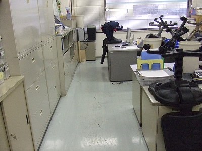 よくある事務所風景ですね。貴方の事務所と比較してみて下さい。