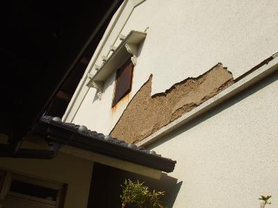 外壁が崩れてしまいました。