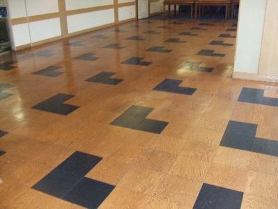 古い床材でも清掃すれば、見違える位になりますよ!