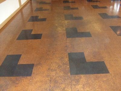 床材も古いのですが、それ以上に汚れが目立ちます。