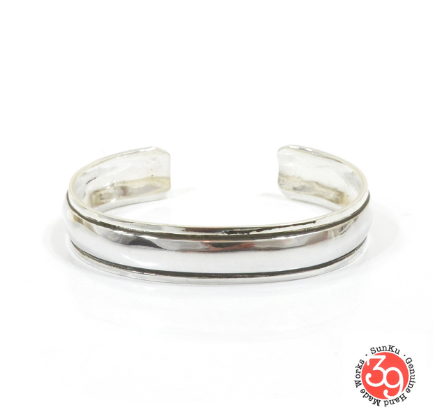 "Sunku SK-135 REPOUSSE WIDE BANGLE ""S"""