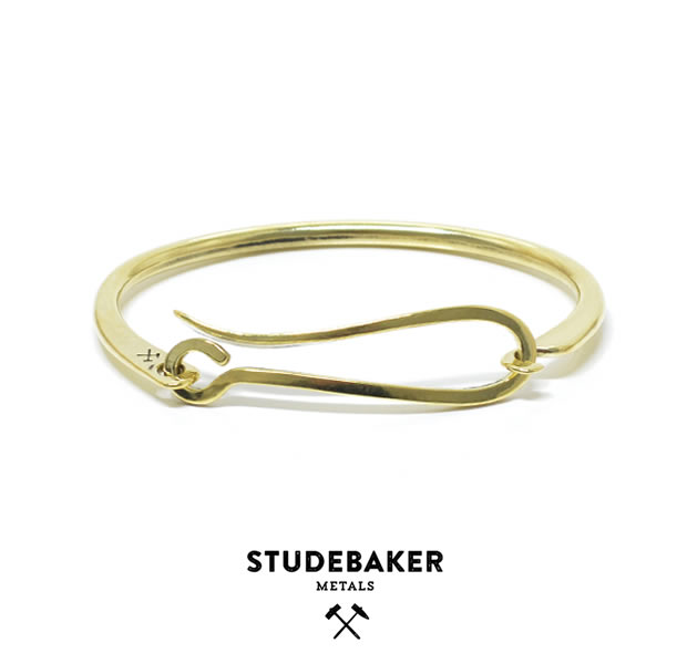STUDEBAKER METALS HOOK CUFF BRASS/HI POLISH