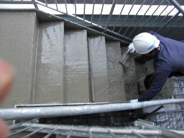 駐車場鉄骨階段