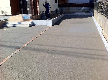 車庫コンクリート刷毛引き仕上げ完了