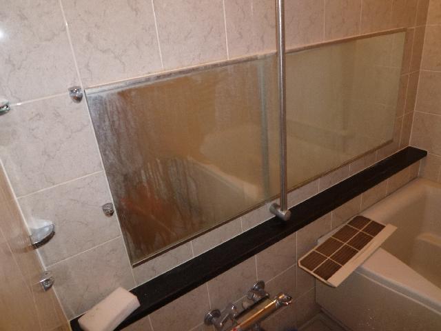 風呂場 鏡ウロコ取り 作業前