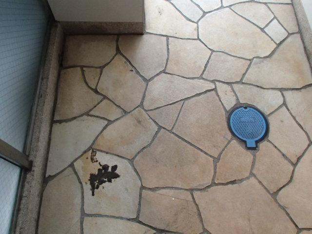 世田谷区 某マンション 定期清掃 エントランス床面 作業前