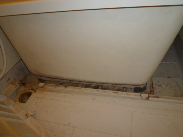 三鷹市アパート 浴室清掃