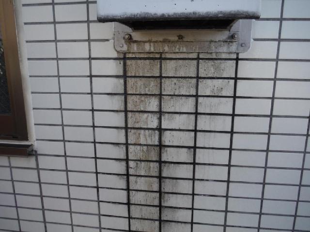 杉並区善福寺 アパート壁面雨垂れ 清掃