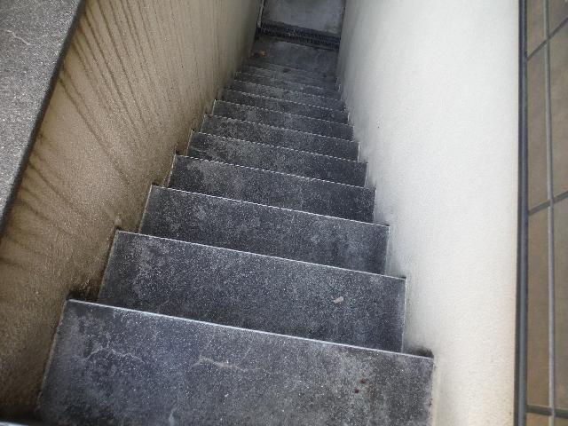杉並区アパート 階段床面・壁面 洗浄